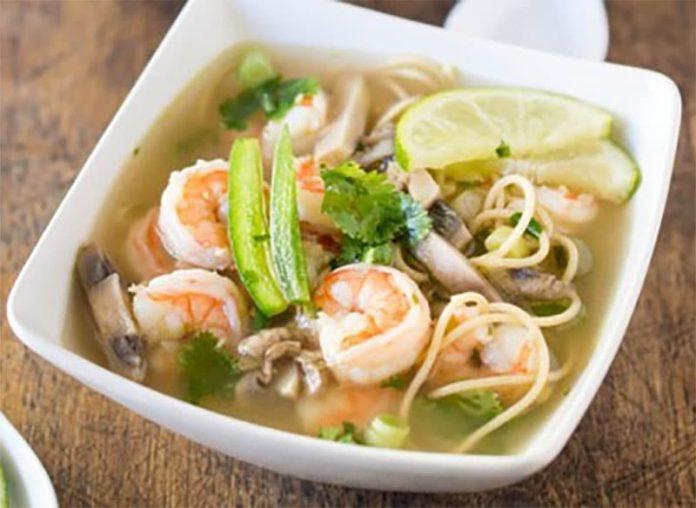 Soupe chinoise au poulet et crevettes