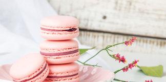 Macarons roses aux fraises