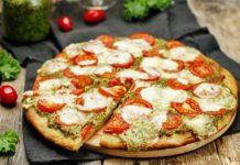 Pizza au pesto et mozzarella